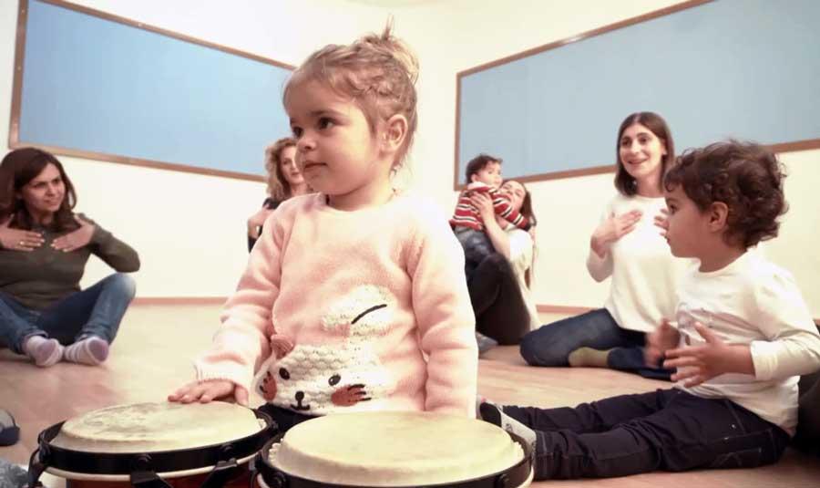 Μουσική εκπαίδευση παιδιών και βρεφών.